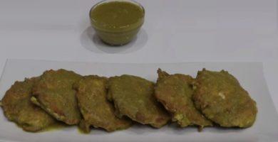 Tortas de pollo y salsa verde